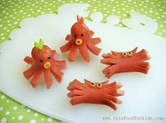 Easy And Adorable Animal Snacks To Make With Kids Hot dogs also make excellent octopi. / 19 Easy And Adorable Animal Snacks To Make With Kids (via B Octopus Hotdogs, Cute Food, Good Food, Animal Snacks, Animal Fun, Cute Animals, Snacks To Make, Under The Sea Party, Food Humor
