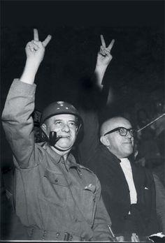 Foto do general Mourão, na madrugada do dia do golpe militar, antes de suas tropas deixarem Juiz de Fora
