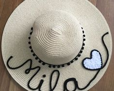 chapeu-de-praia-personalizado-com-nome-e-coracao-branco-chapeupersonalizado Summer Hats, Panama Hat, Projects To Try, Cool Stuff, Sewing, Youtube, Handmade, Inspiration, Embroidered Hats