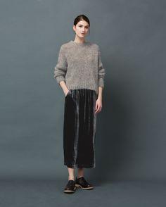 Pull-on skirt in a fluid, silk and viscose velvet. Pockets. Back vent.