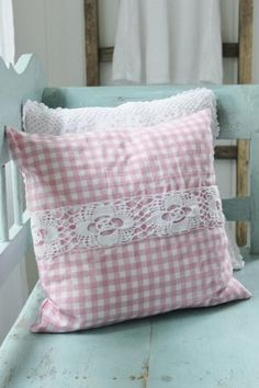 30 Cute Soft Pink Pillow Ideas With Shabby Chic Style Pink Pillows, Cute Pillows, Bed Pillows, Cushion Covers, Pillow Covers, Cushion Pillow, Checked Cushions, Creation Deco, Sewing Pillows