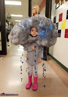 halloween costumes witch Taylor: This is my 4 year old daughter dressed up as a thunderstorm! I put paper mache over a balloon, popped the balloon, and build the cloud around it with poly-fill! Diy Halloween Gifts, Happy Halloween, Homemade Halloween Costumes, Scary Costumes, Halloween Costume Contest, Cute Costumes, Halloween Kids, Vampire Costumes, Pirate Costumes