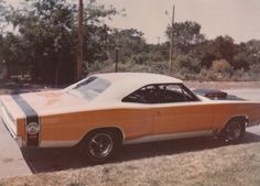 Oh Hell yes. If you wanted to, a wheel swap, and this would STILL look fresh today. Dodge Super Bee, Dodge Muscle Cars, Dodge Coronet, Dodge Chrysler, Plymouth Barracuda, Drag Cars, Car Photos, Drag Racing, Old Cars