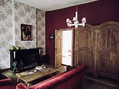One thing I liked about La Maison Zenasni in Brugges was the absolute solitude. I mean, here we were, in one of the busiest little cities in all of Europe and we had a mansion almost all to ourseve…