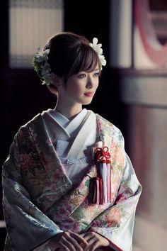 I 💗 Japanese Girls Yukata Kimono, Kimono Japan, Japanese Kimono, Beautiful Japanese Girl, Japanese Beauty, Asian Beauty, Traditional Wedding Attire, Traditional Outfits, Traditional Hairstyle
