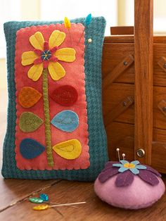 Wool Flower Pincushions sew, folk arti, flower pins, pincushions, flowers, felted wool, pin cushion, flower pincushion, felt pincushion pattern