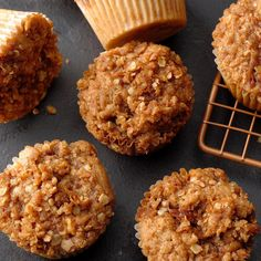 Caramel Apple Muffins Caramel Apple Muffins Recipe -Anyone who loves caramel apples will love these muffins. They are great served with breakfast or coffee. Apple Dessert Recipes, Köstliche Desserts, Apple Recipes, Brunch Recipes, Fall Recipes, Baking Recipes, Delicious Desserts, Bread Recipes, Breakfast Recipes