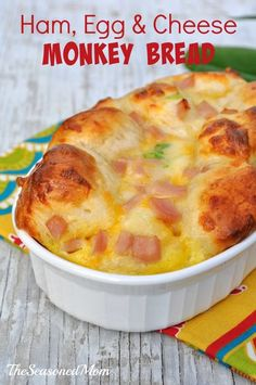 {Overnight} Ham, Egg, & Cheese Monkey Bread: a delicious, easy, make-ahead brunch or weeknight dinner! Love that canned biscuit dough for simple short-cuts!- /the Seasoned Mom Breakfast Desayunos, Breakfast Dishes, Breakfast Recipes, Overnight Breakfast, Breakfast Ideas, Mexican Breakfast, Brunch Ideas, Overnight French Toast Casserole, Breakfast Healthy
