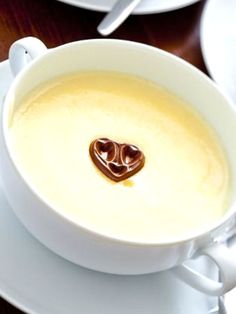 A delicious homemade vanilla pudding recipes made with staples from you kitchen. Basic Pudding Recipe, Vanilla Pudding Recipes, Homemade Vanilla Pudding, Custard Pudding, Pudding Desserts, Köstliche Desserts, Delicious Desserts, Dessert Recipes, Dessert Dishes