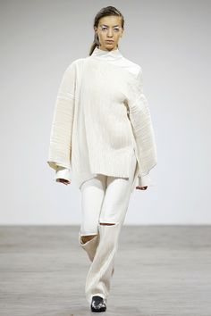 Eloshi Tbilisi Fall 2016 Fashion Show Fall Fashion 2016, Runway Fashion, Fashion Show, Autumn Fashion, Fall 2016, White Jeans, Bell Sleeve Top, Vogue, Gowns
