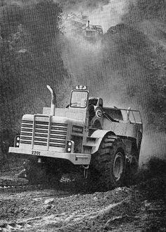 Trailing clouds of dust, a 562 reaches the bottom of the haul road and heads for the fill. The 562 was at one time the fastest machine in its size class. Elegantly curved exhaust pipes were an Allis-Chalmers trademark.