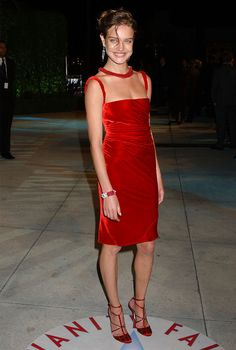Женщина — обнаженное сердце: именинница Наталья Водянова и ее красные платья   Журнал Harper's Bazaar
