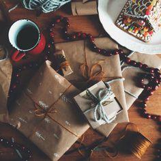 Emballage cadeau de Noël ou voir nos tasses prêtes à être emballées, une dans une boîte pas fermée. Ou pour notre kit départ