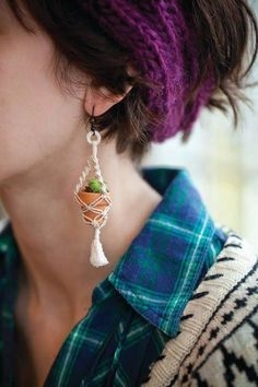 Make a Micro Planter And Micro Macrame Plant Hanger, then make it into earrings! Cute Jewelry, Diy Jewelry, Jewelry Accessories, Jewelry Making, Jewellery, Jewelry Hanger, Accesorios Casual, Bijoux Diy, Micro Macrame