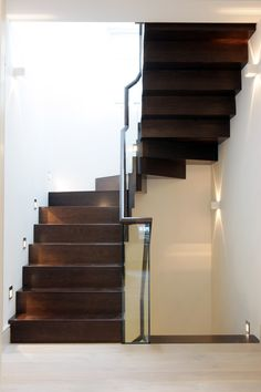 PEEK Architecture + Design: Farrier Walk Mews House: Timber zig zag stair with concealed fixings  www.peekarchitecture.co.uk