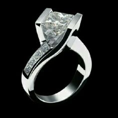 love this beautiful whitegold diamond ring