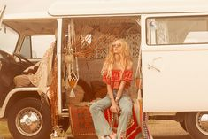 """""""A sun-drenched road trip compelled by wanderlust and nostalgia"""" Spell and the Gypsy Collective's fall / winter 2015 look book is about as dreamy as they g Vw Bus, Vw Camper, Volkswagen Minibus, Bus Girl, Spell Designs, Vans Girls, Boho Life, Classy Women, Gypsy"""