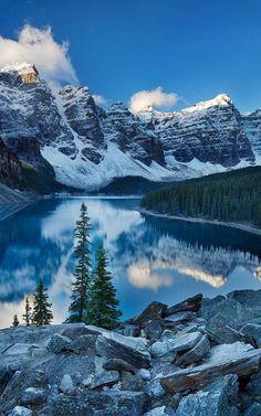 Озеро Морейн в долине Десяти пиков, Альберта, Канада