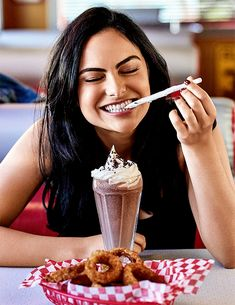 Image discovered by Maria. Find images and videos about riverdale camila mendes and veronica lodge on We Heart It - the app to get lost in what you love. Veronica Lodge Riverdale, Riverdale Cw, Riverdale Aesthetic, Archie Comics, Dc Comics, Deadpool Comics, Funny Comics, Vanessa Morgan, Veronica Lodge Aesthetic