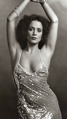 "Sonia Braga Brazilian Actress Model 640 x 1136 Sônia Braga Actress Sônia Maria Campos Braga is a Brazilian actress. She has been nominated for both a Golden Globe Award and an Emmy Award.  Born: June 8, 1950 (age 63), Maringá, Paraná, Brazil Height: 5' 2"" (1.57 m) Siblings: Ana Maria Braga, Maria Braga, Júlio Braga, Hélio Braga Parents: Maria José Braga, Hélio Fernando Ferraz Braga TV shows: Dancin' Days, Páginas da Vida, Força de um Desejo, More Movies More Dona Flor and Her Two Husbands…"