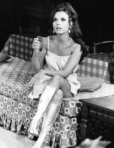 Dawn Wells (Mary Ann on Gilligan's Island) in The Owl and the Pussycat, circa 1969 - OldSchoolCool Beautiful Celebrities, Beautiful Actresses, Beautiful Women, Beautiful People, Mary Ann And Ginger, Miss Nevada, Rare Historical Photos, Rare Photos, Vintage Photos