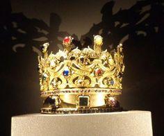 Coroa da Rainha Santa Isabel (Isabel de Aragão) - (1271-1336). Rainha consorte do Rei de Portugal D: DINIS (1261-1325), O Lavrador - http://nucleomonarquicoabrantes.blogspot.pt/2016/06/a-expo-rainha-santa-isabel-no-museu