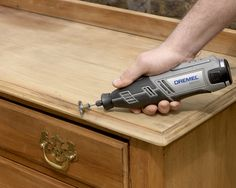Renowacja starej drewnianej szafki