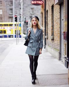 Street style by Anna Pogribnyak: How to wear a checked jacket Fashion Outfits, Womens Fashion, Fashion Trends, Fashion Ideas, Fashion Inspiration, White Jeans Outfit, London Bags, Beige Coat, Jacket Style