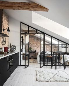 6 ways to create a rustic Scandinavian kitchen - Vaunt Design - - Traditional vs rustic Scandinavian interior design. What really is the difference? If clean, bright and clutter-free living is your idea. Scandinavian Kitchen, Scandinavian Interior Design, Contemporary Interior, Luxury Interior, Scandinavian Style, Black Interior Design, Scandinavian Apartment, Black And White Interior, Interior Design Studio