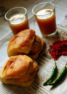 Batata Vada, dry chilli chutney with masala chai!