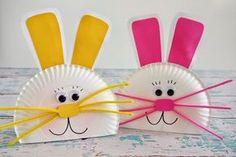 Osterhasen aus Papptellern mit Schnurrhaaren aus Pfeifenreinigern