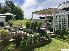 Nyanlagda rabatter runt trädäck och pergola - Hemma hos Titti07 Outdoor Pergola, Diy Pergola, Outdoor Living, Backyard, Outdoor Structures, Flowers, Plants, Blog, Gardens