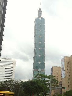 Taipei 101 của Đài Loan hoàn thiện năm 2004. Cao 509 mét và có 101 tầng.