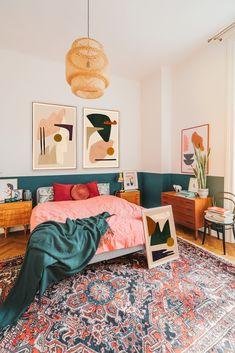 bright boho bedroom with abstract artworks - . bright boho bedroom with abstract artworks – … Earthy Bedroom, Comfy Bedroom, Bright Bedroom Colors, Colorful Bedding, Boho Dekor, Bedroom Orange, Boho Room, Home Decor Bedroom, Bedroom Inspo