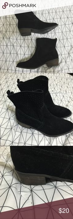 AMERICAN EAGLE BOOTIES AMERICAN EAGLE BOOTIES. Never worn. In the best conditions. Cute for fall American Eagle Outfitters Shoes Ankle Boots & Booties