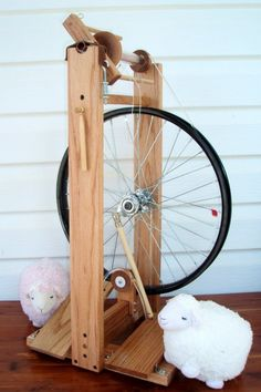 Modern,Double Treadle Spinning Wheel-Solid Red Oak-Bellus or Beautiful-Custom… Diy Spinning Wheel, Spinning Wool, Spinning Wheels, Hand Spinning, Hobbies And Crafts, Fun Crafts, Drop Spindle, Yarn Tail, Custom Wheels