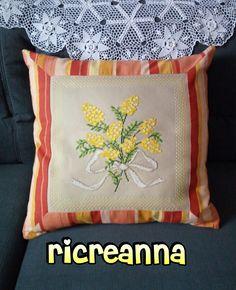 Cuscino mimosa punto a croce