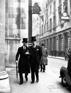 Londra, 1951 - Foto di Giancolombo, il più grande fotoreporter italiano del dopoguerra  - http://www.huffingtonpost.it/2014/05/20/giancolombo-fotografie-cronaca-nera-rosa-70-scatti_n_5356320.html?utm_hp_ref=italia-fotografia