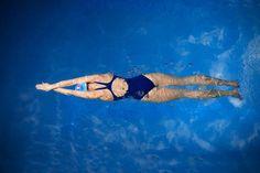 Mit Schwimmen abnehmen: Der 8-Wochen-Plan von Profi-Coach Dirk Lange macht dich fit im Pool. So kannst bis zu fünf Kilogramm Fett verbrennen!