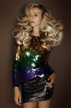 Huge hair: De Lorenzo 'Femme Fatale' Novacolor Winter Collection how do i get that volume? Look Disco, Look Fashion, Fashion Beauty, Trendy Fashion, Disco Hair, Mode Inspiration, Great Hair, Gorgeous Hair, Amazing Hair