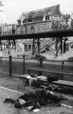 A German woman committed suicide out of fear of the Red Army. A mass phenomenon in German eastern territories and Austria back in 1945, Berlin.