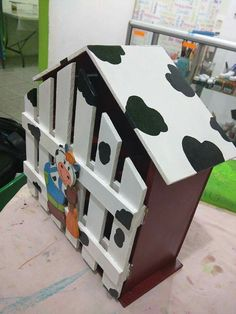Arte Country, Toy Chest, Toddler Bed, Birds, Houses, Toys, Home Decor, Painted Boxes, Coat Hooks