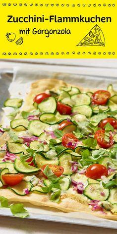 Flammkuchen mal anders: Köstlich belegt mit Zucchini, Gorgonzola und Tomaten, fein abgeschmeckt mit Basilikum!