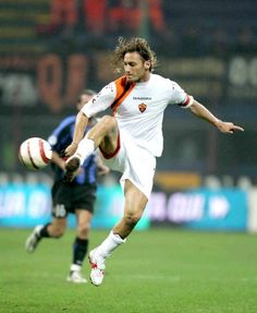Francesco Totti of AS Roma handles the ball during the Serie A match between Inter Milan and AS Roma on October 26 2005 at the Giuseppe Meazza San. Totti Francesco, European Cup, As Roma, Liverpool, Milan, Sports, Pictures, October, Batman