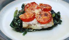 Fotorecept: Pečené rybacie filé s parmezánom a špenátom Caprese Salad, Bruschetta, Breakfast, Ethnic Recipes, 1, Foods, Morning Coffee, Food Food, Food Items