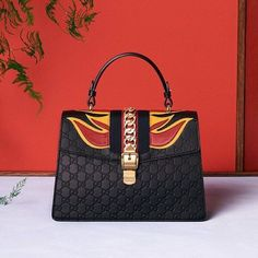 Gucci at Luxury & Vintage Madrid , the best online selection of Luxury Clothing ,New or Pre-loved with up to 70% discount