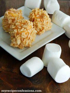 Rice Krispie Caramel Marshmallows - SO GOOD! Roll marshmallows in caramel and add ANY topping! Caramel Marshmallow Recipe, Marshmallow Treats, Recipes With Marshmallows, Rice Krispies, Rice Krispie Treats, Cereal Treats, Köstliche Desserts, Delicious Desserts, Dessert Recipes