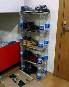 Shoe Storage Bottle Crafts Shoe Rack Upcycle Crafts For Kids Recycling Projects To Try Decor Room Satin Cardboard Furniture, Cardboard Crafts, Diy Furniture, Reuse Plastic Bottles, Plastic Bottle Crafts, Recycled Bottles, Diy Upcycling, Diy Recycle, Diy Para A Casa