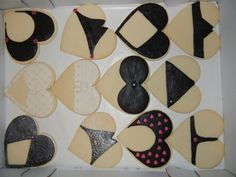 Funny way to decorate cookies, but when the top and bottom cookies are combined it's not a body shape