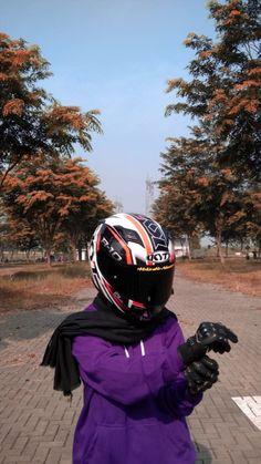 Lady Biker, Biker Girl, Girl Photo Poses, Girl Photos, Girls Tumbler, Islamic Girl, Girls Without, Special Pictures, Girl Hijab